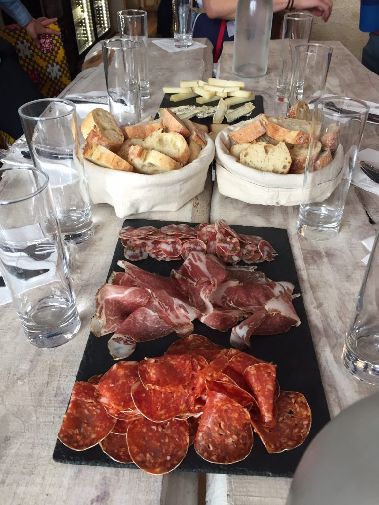 food & history tour in Montmartre
