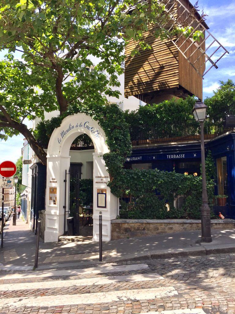 Le Moulin de la Galette; Tour in Montmartre