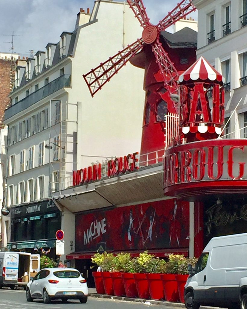 Moulin Rouge; Tour in Montmartre