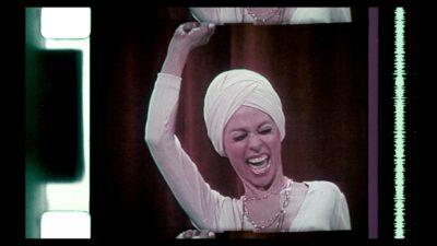Rita-Moreno-at-the-Tony-Awards-1975-